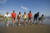 Multi-ethnic runners racing at beach — Foto de Stock