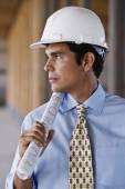 Hispanic businessman wearing hard hat — Stock Photo