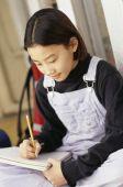 Azjatyckie dziewczyny odrabiania lekcji — Zdjęcie stockowe