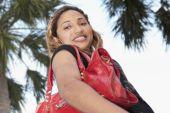 African woman holding handbag — Stock Photo