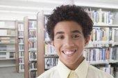 Hispanic boy in library — Stock Photo