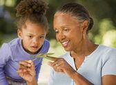 Nipote e nonna africana — Foto Stock