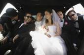 Hispanic newlyweds and family in limousine — Foto Stock