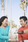 Asian couple drinking wine — ストック写真