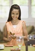 Hispanic girl setting table — Stock Photo
