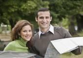 Hispanic couple with map — Stock Photo