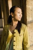 Asian woman leaning on column — Stock Photo