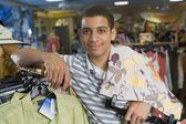 Adolescente maschio africano abbigliamento commerciali — Foto Stock