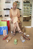 Senior African American woman shoe shopping — Stock fotografie