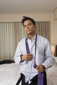 Hispanic businessman getting dressed — Stock Photo