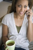 Woman talking on telephone — Stock Photo