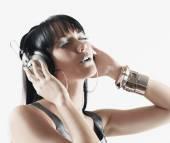 Pacific Islander woman listening to headphones — Stock Photo