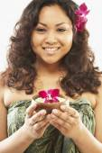 Pacific Islander woman holding bath salts — Stock Photo