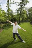 Senior Asian man practicing tai chi — Stock Photo
