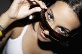 Hispanic woman wearing sunglasses — Stock Photo