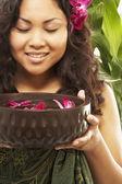 Pacific Islander woman holding spa treatment bowl — Stock Photo