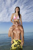 Pacific Islander woman sitting on boyfriend's shoulders — Stockfoto