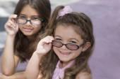 Hispanic sisters wearing eyeglasses — Stock Photo