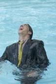 Hispanic businessman in swimming pool — Stock Photo