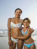 Hispanic mother and daughter hugging — Stock Photo