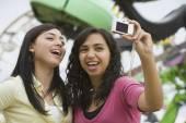 Multi-ethnischen junges Mädchen selbst fotografieren — Stockfoto