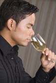 Hispanic man drinking wine — ストック写真