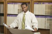 African American sales representative in flooring store — Stockfoto