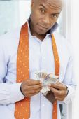 African American man holding money — Stock Photo