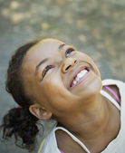 African American girl looking up — Stock Photo