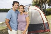 Hispanic couple in front of tent — Stock Photo