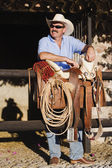Hispanic man next to saddle — Stock Photo