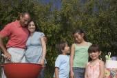 Hispanic family barbequing — Stock Photo