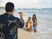 Pacific Islander father taking photograph of family — Stock Photo