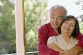 Senior Hispanic couple hugging — Stock Photo