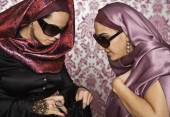 Middle Eastern women looking in purse — Stock Photo
