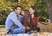 Hispanic couple having picnic — Stock Photo