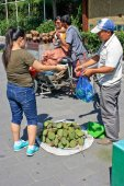 Street retail trade baked vegetables and fruits lotus. — Stock Photo