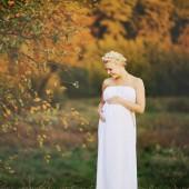 Unga kaukasiska gravid kvinna — Stockfoto