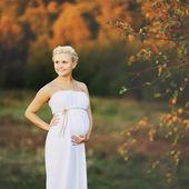 Młody kaukaski kobieta w ciąży — Zdjęcie stockowe