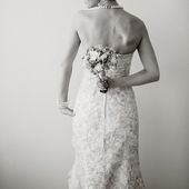 Jeune mariée avec bouquet. — Photo