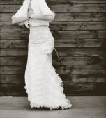 Young bride with bouquet. — Stock Photo