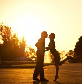 Dating on sunset background — Stock Photo