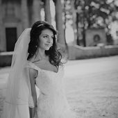Wedding picture of happy bride. — Stock Photo