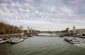 Alexander III Bridge and tourist cruise ships — Stock Photo