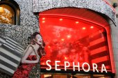 SEPHORA store decorated for Christmas holidays — Stock Photo