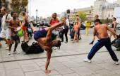 Men performing Capoeira before the public — Fotografia Stock