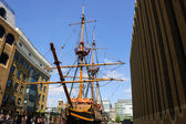 Replica of Golden Hind in St Mary Overie Dock. — Stock Photo