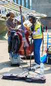 Two street musicians play music — Stock Photo