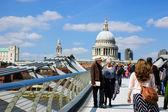 Tourists walking across the Millennium Bridge — Stock Photo