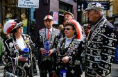 Pearly Kings and Queens raise funds for charity — Stock Photo